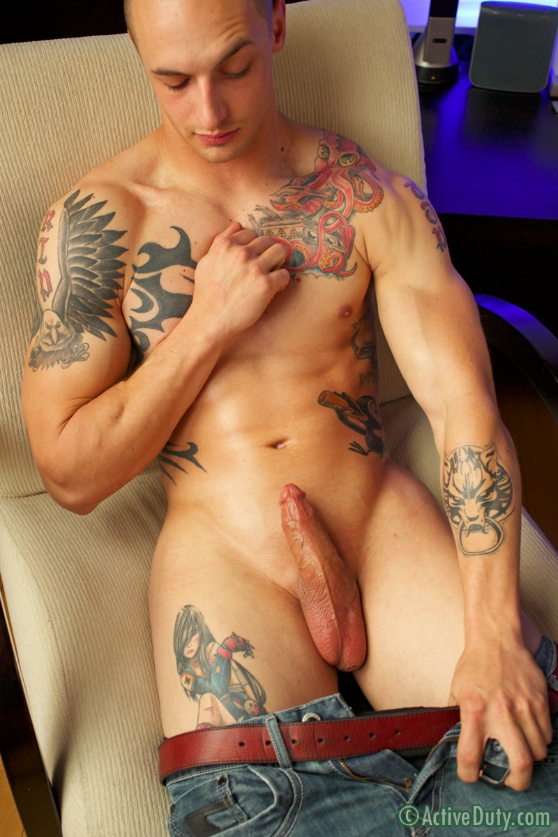 Muscle tattoo guy jerking live on web davihii
